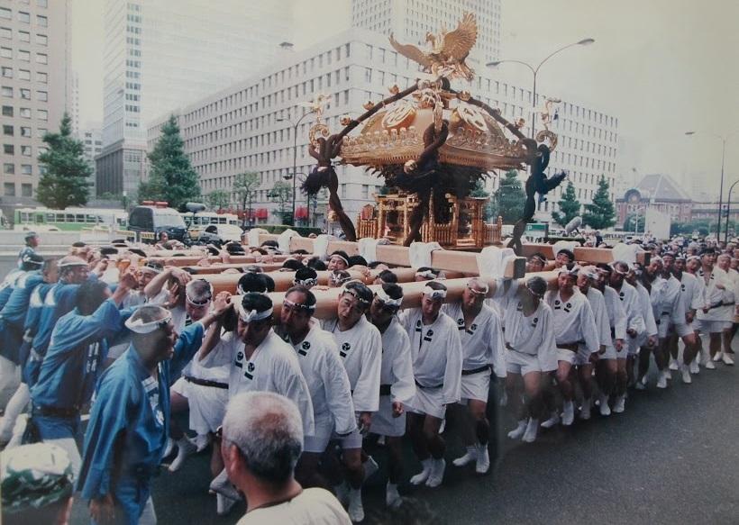 二の宮神輿渡御2003年